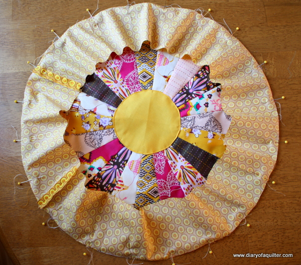 Pin-dresden-plate-pillow-tutorial