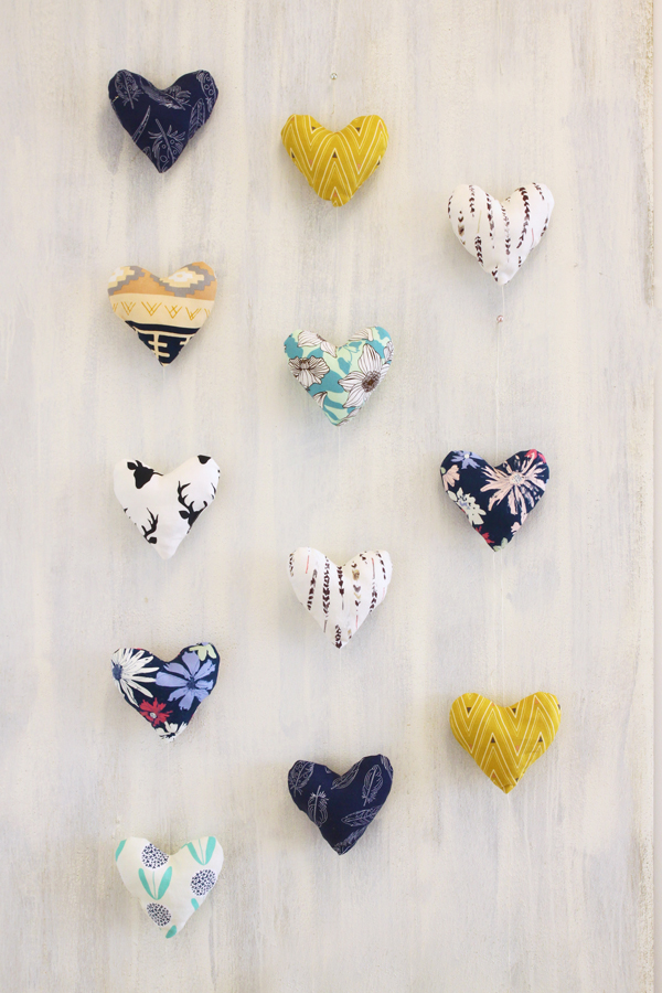 ArtGalleryFabrics_CANVAS_Hearts_1