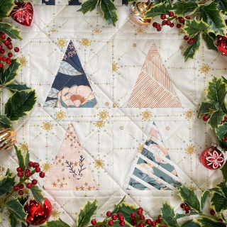 Quiltmas Day 1 Broadcloth Studio Quiltenbaum Quilt Block