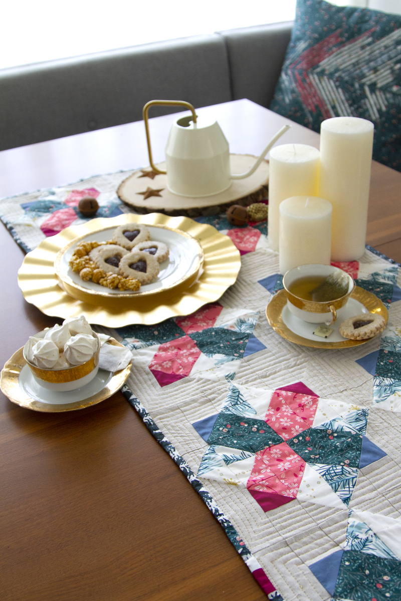 Merry&Bright_TableRunner_1